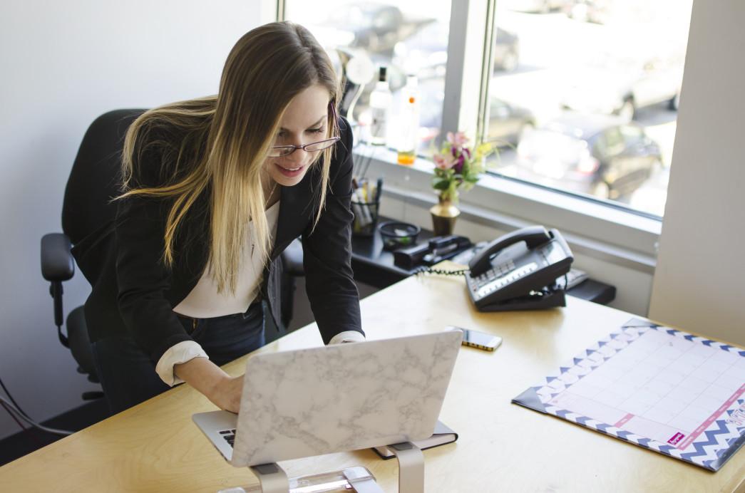 femme d'affaire bureau